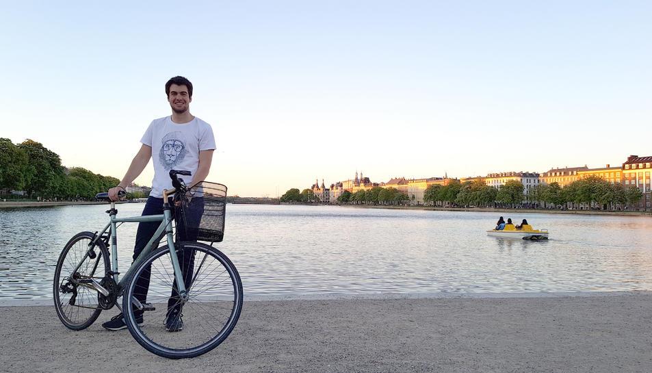 El tarragoní Martí Corbera mostra el mètode de transport que més utilitza.