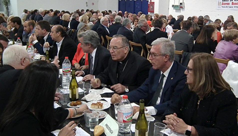 Al sopar benèfic del Telèfon de l'Amistat es van recaptar uns 12.000 euros.