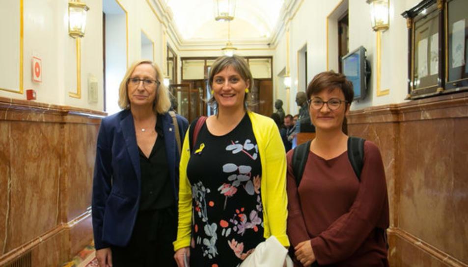 Assumpta Escarp, Marta Ribas i Alba Vergés, en representació del Parlament, al Congrés dels Diputats.