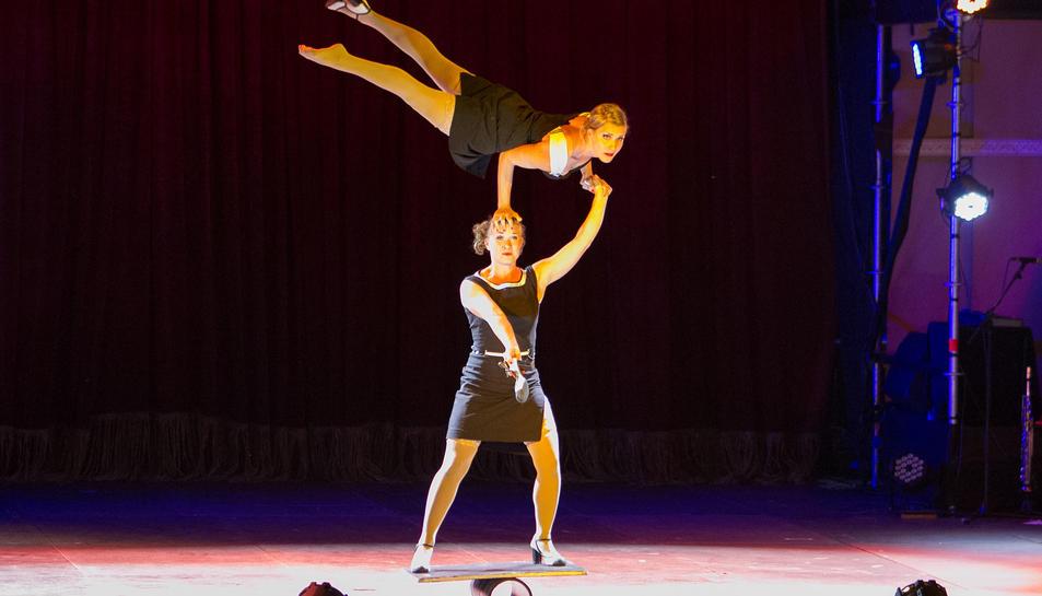 Durant l'espectacle inaugural es va poder gaudir de la posada en escena d'alguns dels artistes que actuaran a Reus durant el Trapezi.