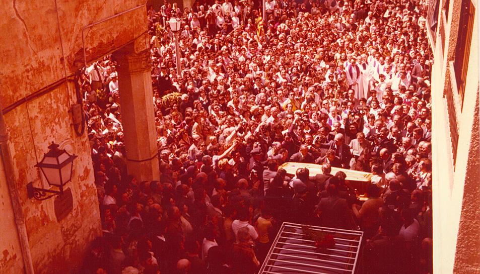 Cambrils es va bolcar per rebre el taüt amb les despulles del cardenal provinents de l'exili a Suïssa, avui fa quaranta anys.
