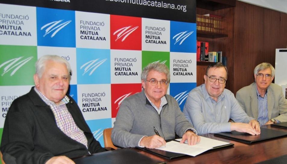 Ramon Marrugat, patró de la Fundació, Jaume Massó, president del Centre de Lectura de Reus, Joan Josep Marca, president de la FPMC, i Josep Fàbregas i Roig, professor d'Història Moderna de la URV, durant la signatura de la renovació del conveni de col·laboració.