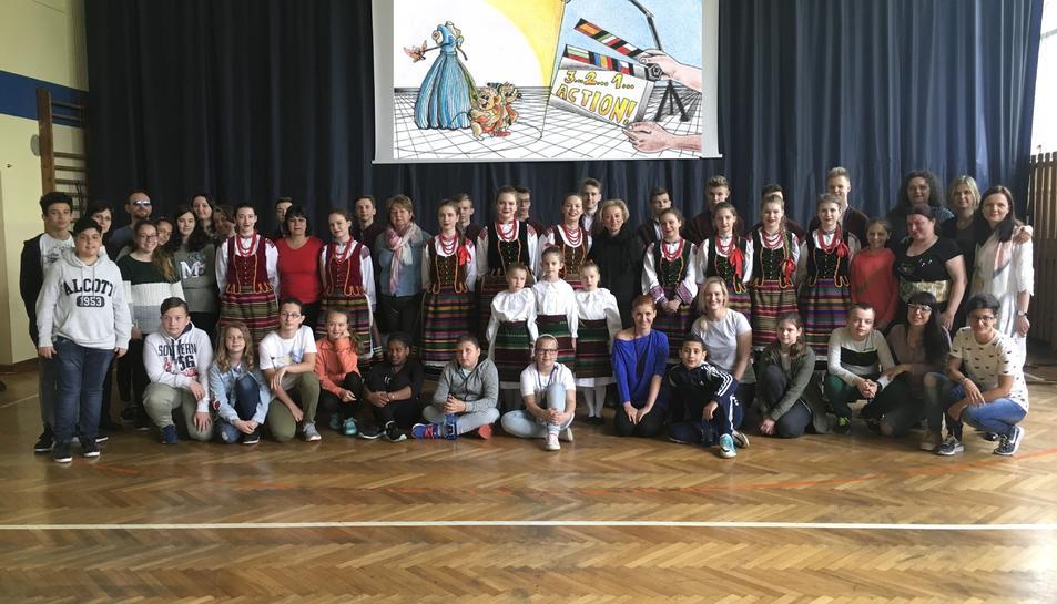 Els alumnes i professors del'escola Pompeu Fabra de Reus van