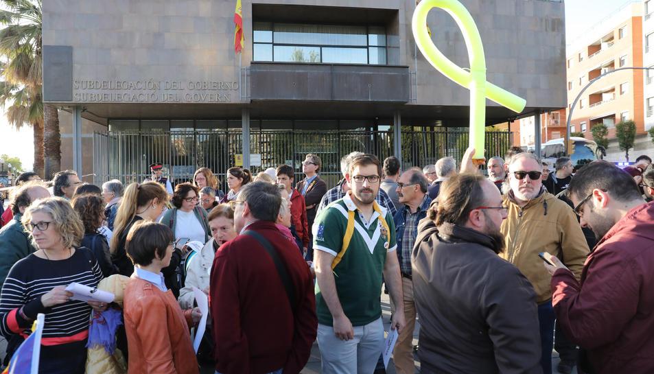 Els concentrats portaven cartells amb el lema «Exigim República».