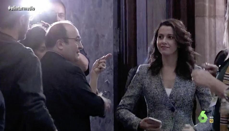 Captura d'imatge del vídeo amb Inés Arrimadas ballant al Parlament.