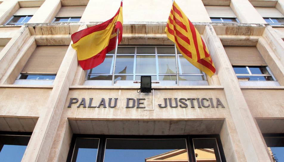 Imatge de l'entrada de l'Audiència de Tarragona.