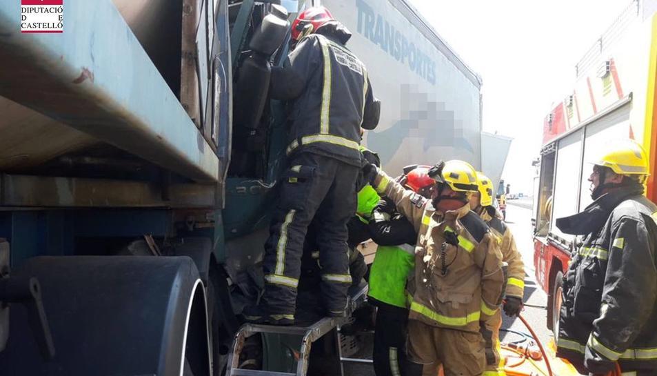 L'accident s'ha produït poc després de les 13.10 hores a l'N-340 entre Vinaròs i Alcanar.