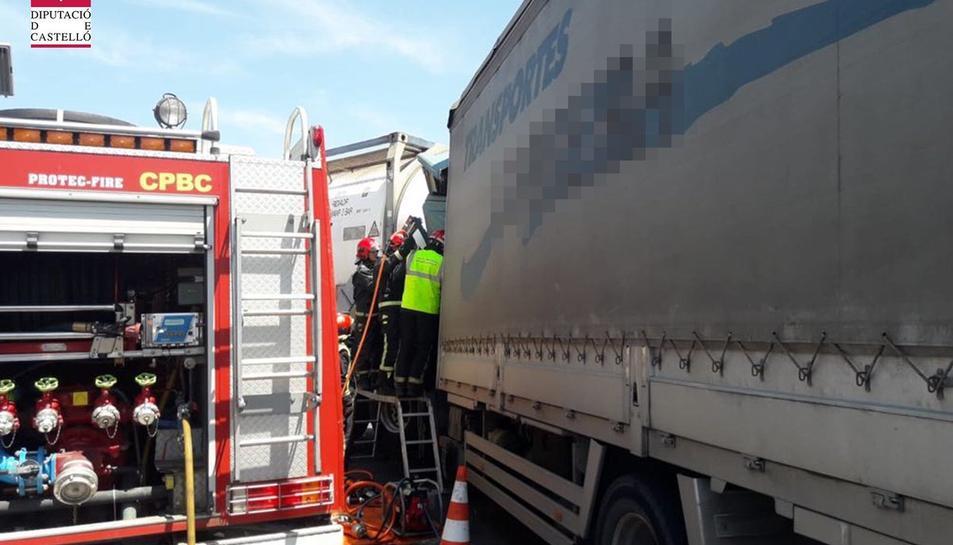 Sis dotacions de Bombers han treballat a l'accident.