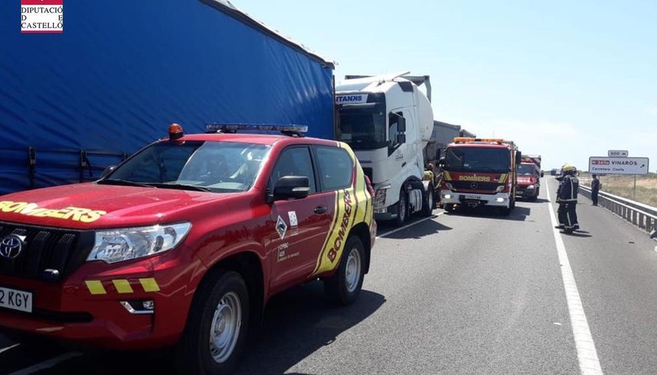 L'accident ha obligat a tallar la carretera en els dos sentits de la marxa.