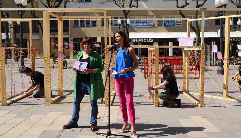 Inma Rodríguez, consellera de Turisme de Tarragona i la directora del Minipop, Núria Serrano.