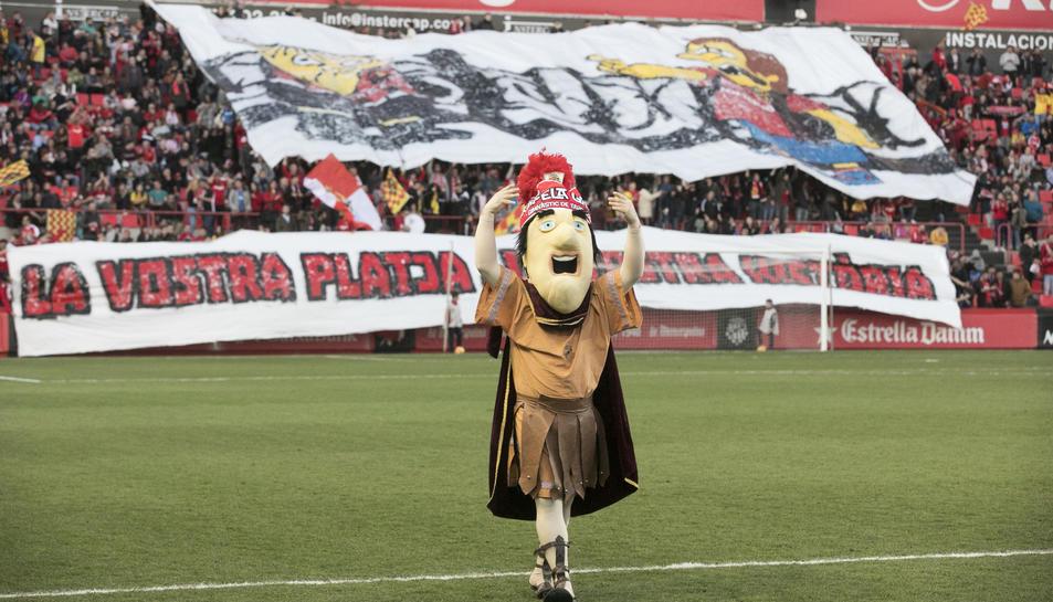 De fons, les dues penyes, durant el Nàstic-Reus d'aquesta temporada.