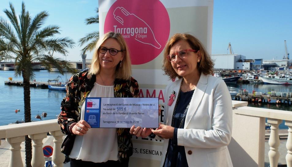 Imatge del lliurament de la recaptació de la DO Tarragona.