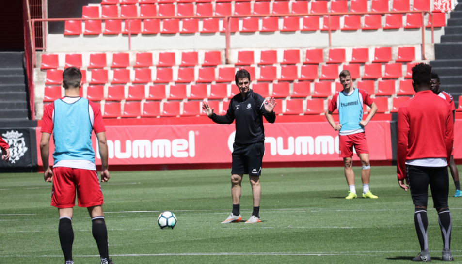 L'entrenador grana, José Antonio Gordillo, durant un entrenament.