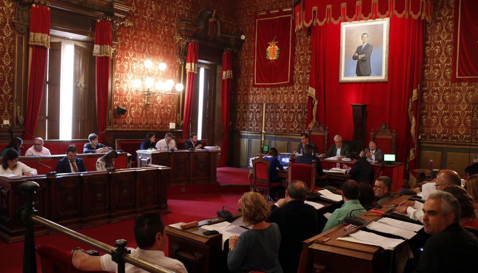 El ple ha aprovat la moció per