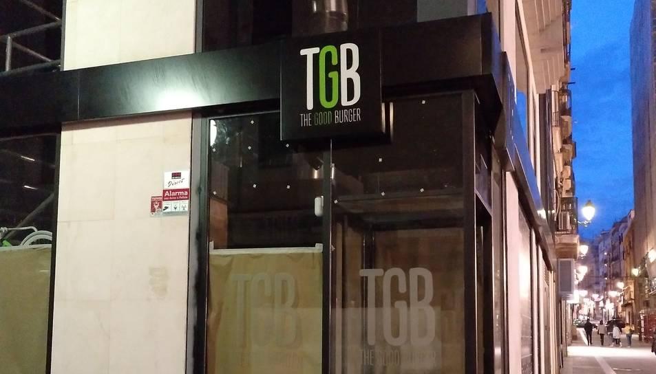 Imatge del logotip de The good burger a la façana del local on s'ubicarà a Tarragona.