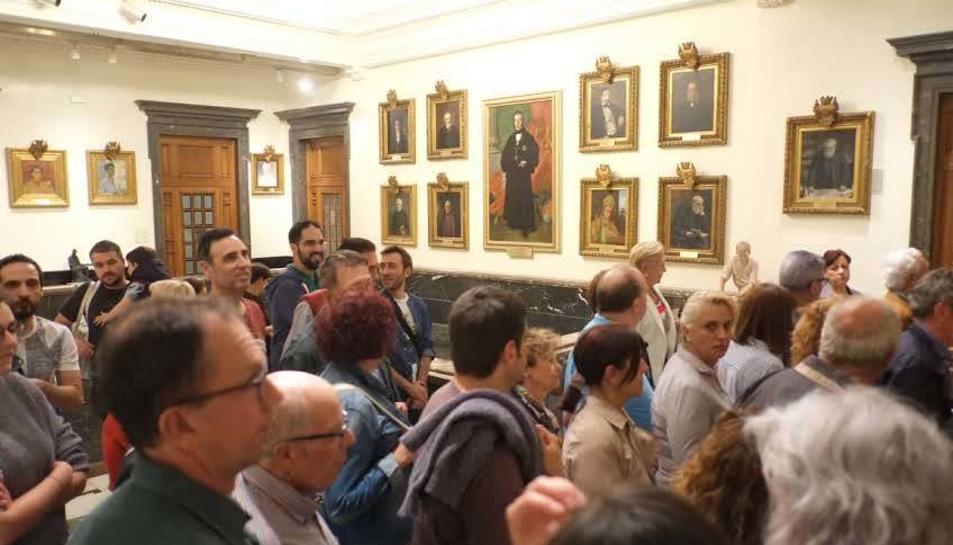 Gran afluència de gent a l'Ajuntament de Reus per veure el Saló de Plens