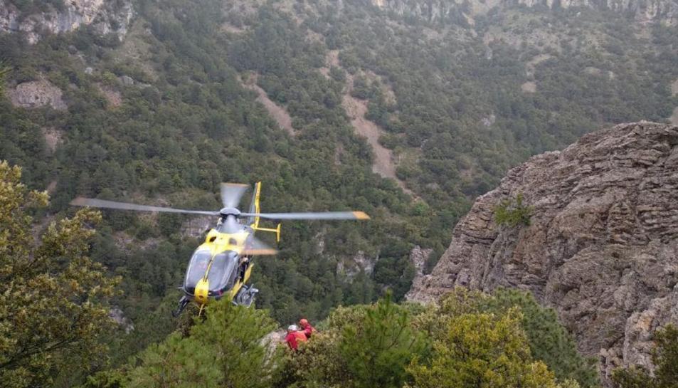 L'helicòpter rescatant l'excursionista