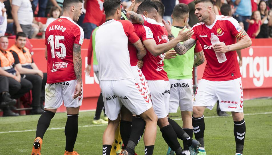 Els jugadors del Nàstic celebren un dels cinc gols que van marcar-li aquest dissabte a la Cultural y Deportiva Leonesa.