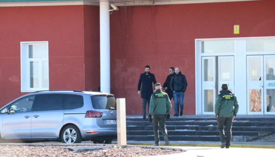 El president del Parlament, Roger Torrent, sortint del centre penitenciari d'Estremera després de visitar Junqueras i Forn.