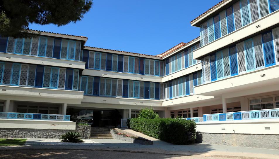 Façana de l'edifici principal del centre Villablanca, que pertany al grup Pere Mata de Reus, amb residències i centres de dia per a persones amb discapacitat intel·lectual o trastorn mental. Imatge del 22 de maig del 2018