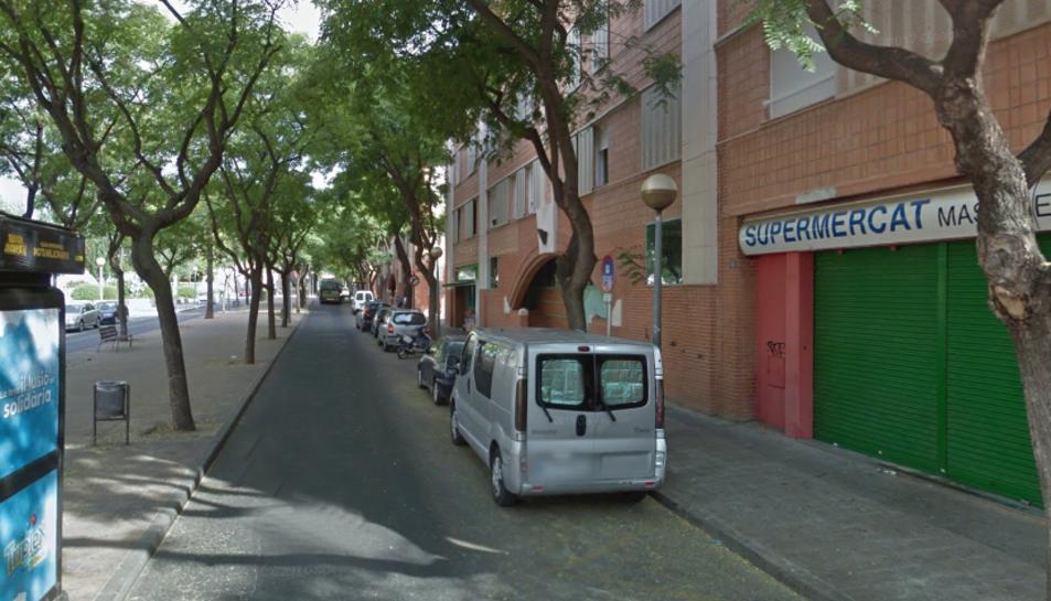L'accident s'ha produït al carrer Mas Abelló, a l'alçada del número 20.