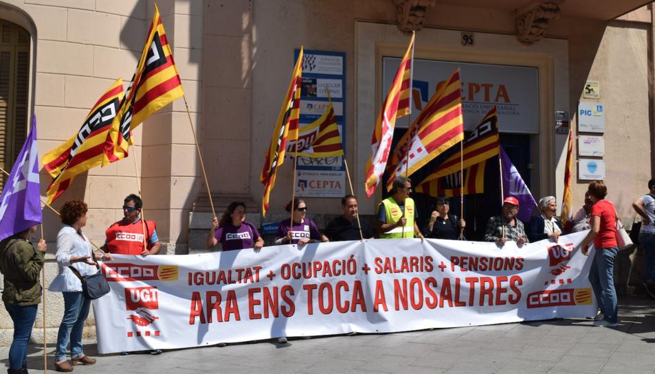 Imatge de la concentració que es va celebrar ahir al davant de la CEPTA.