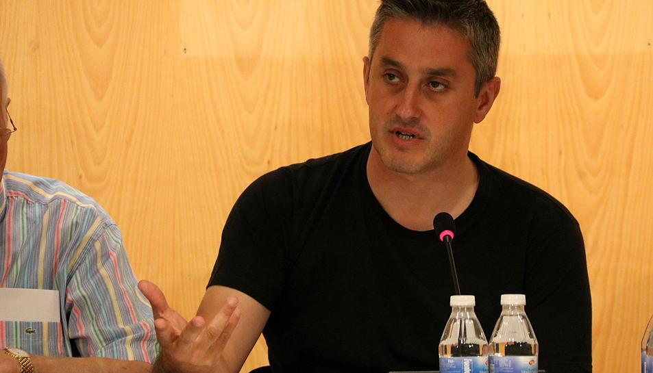 Imatge de l'alcalde de Calafell, Ramon Ferré, durant un ple.