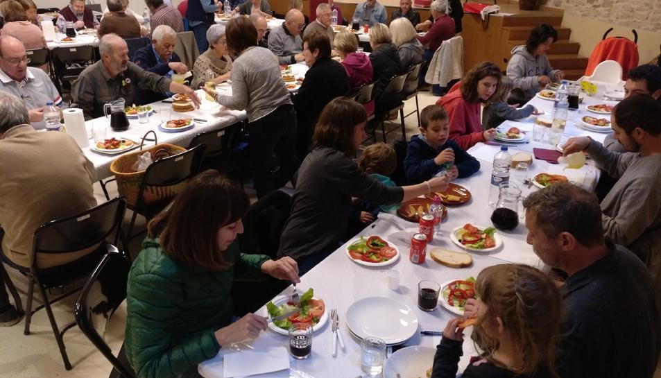El dinar popular va consistir enguany en una paella de