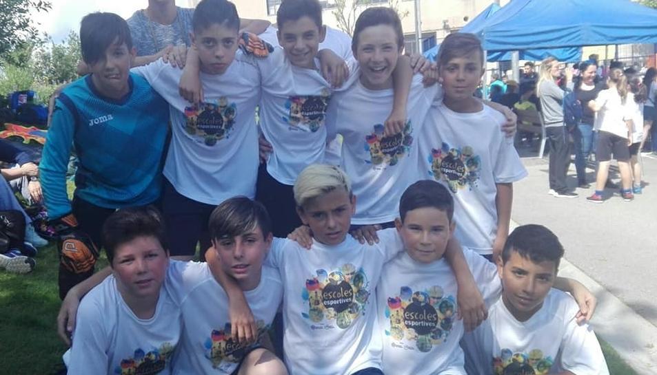 L'equip masculí de l'escola Àngels Garriga es va fer amb la plata.