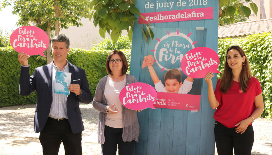 L'alcaldessa de Cambrils, Camí Mendoza, i els regidors, Ana López i Lluís Abella, han presentat la nova edició de la Fira.