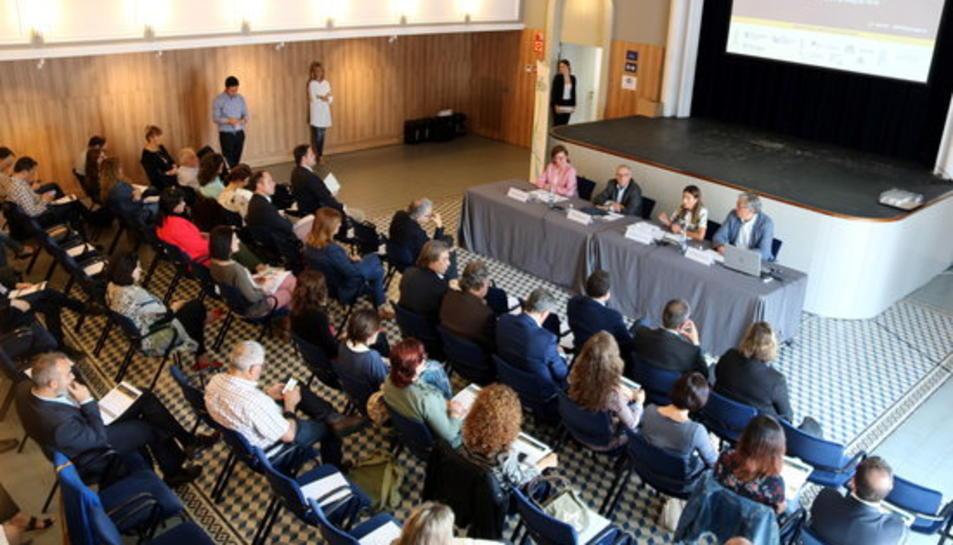 Pla general del IV Mediterranean Tourism Meeting, un espai de trobada d'experts del sector turístic, que té lloc al Teatret del Serrallo, al Moll de Pescadors del Port de Tarragona.