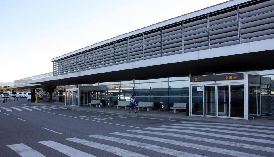 Imatge de l'exterior de l'Aeroport de Reus.