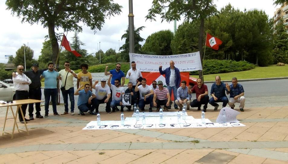 Imatge de la concentració que va tenir lloc dilluns al davant del Consulat del Marroc a la ciutat de Tarragona.