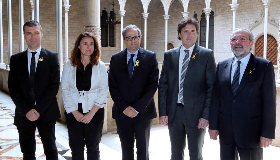 D'esquerra a dreta: Josep Maria Cruset, Mercè Conesa, Quim Torra, Pere Vila i Joan Reñé, a la Generalitat.