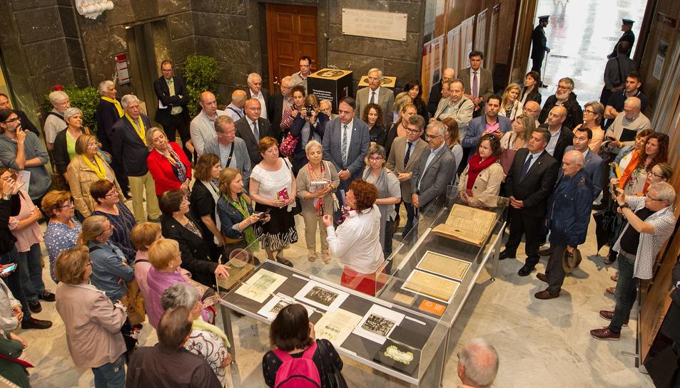 Una visita teatralitzada va donar inici als actes de commemoració al Palau Municipal.