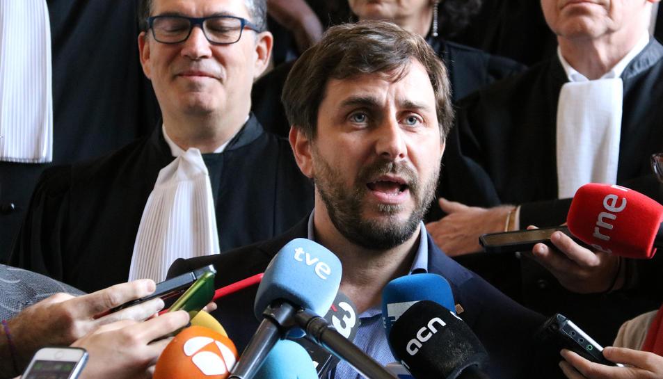 Toni Comín durant una compareixença davant la premsa a Brussel·les.