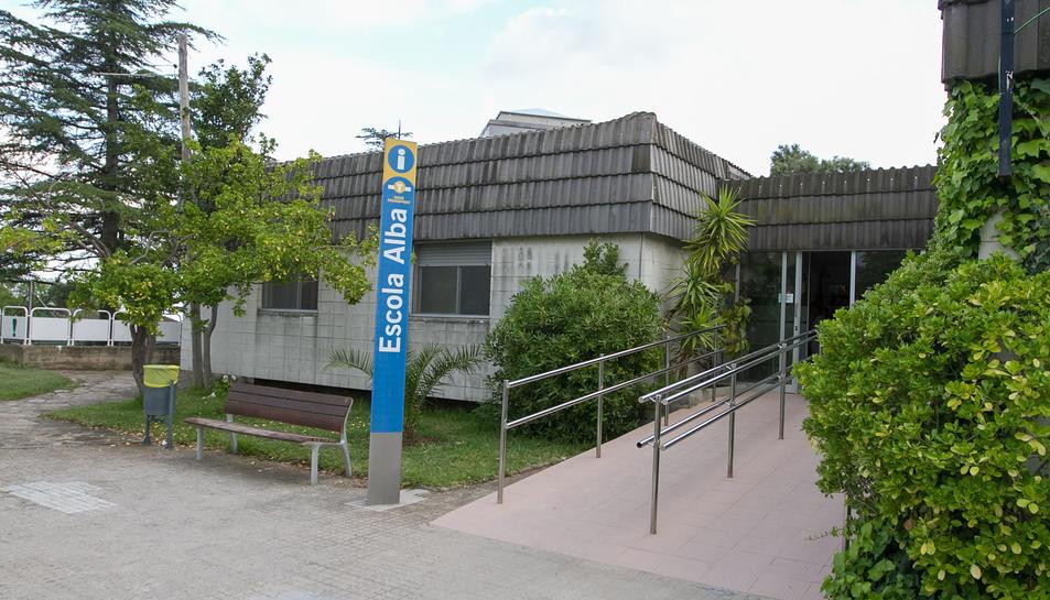 L'entrada a l'escola, ubicada al passeig de la Boca de la Mina.