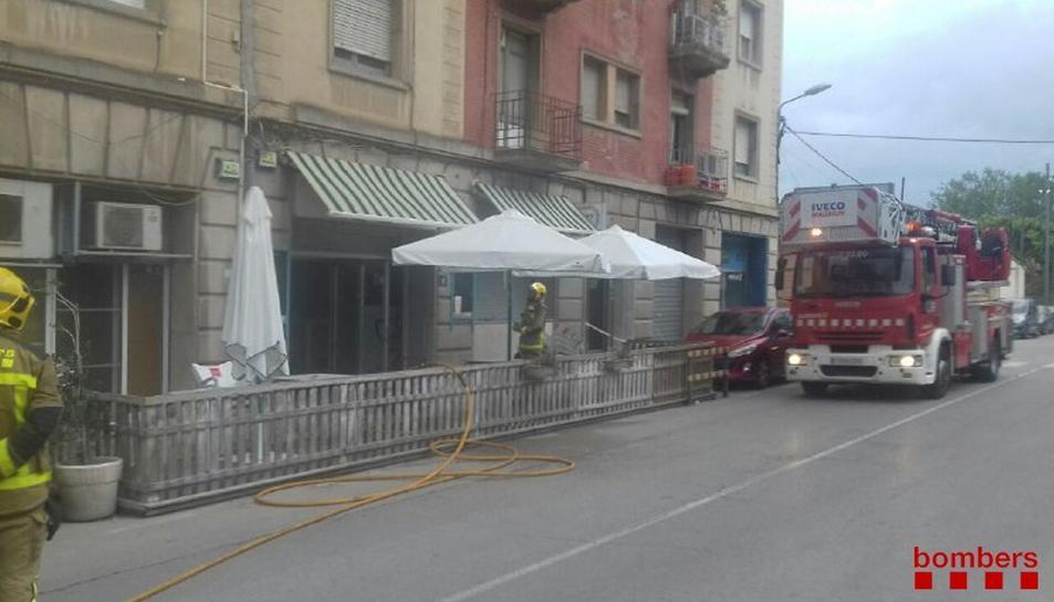 Tres dotacions de Bombers han treballat en les tasques d'extinció de l'incendi.