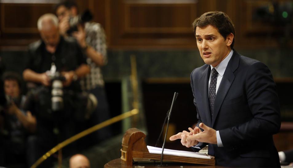 Albert Rivera gesticulant durant la seva intervenció a la moció de censura a Mariano Rajoy.