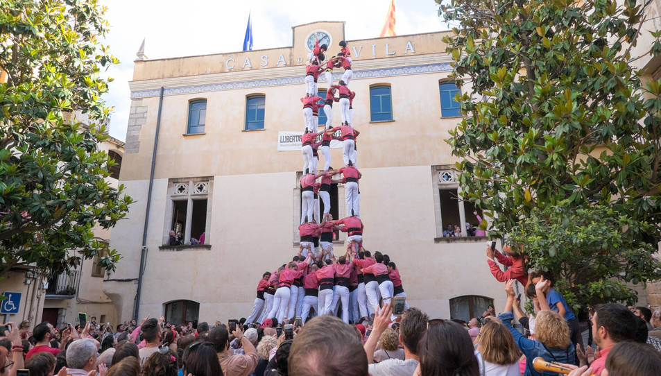 5de9f de la Colla Vella dels Xiquets de Valls a la diada de la festa major de La Selva del Camp
