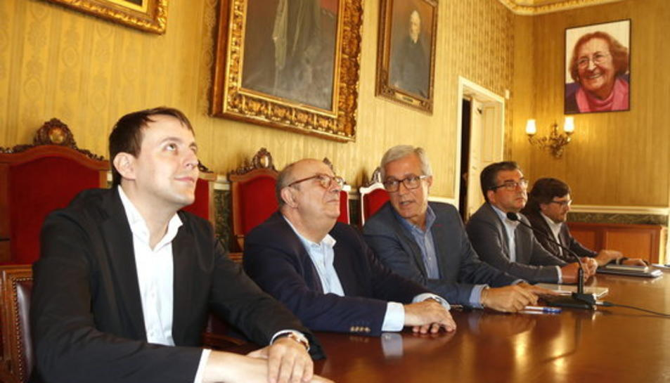 Pla mig dels eurodiputats Javi López (PSC) i Santiago Fisas (PP), en roda de premsa amb l'alcalde de Tarragona, Josep Fèlix Ballesteros, i els regidors José Luis Martín i Javier Villamayor.