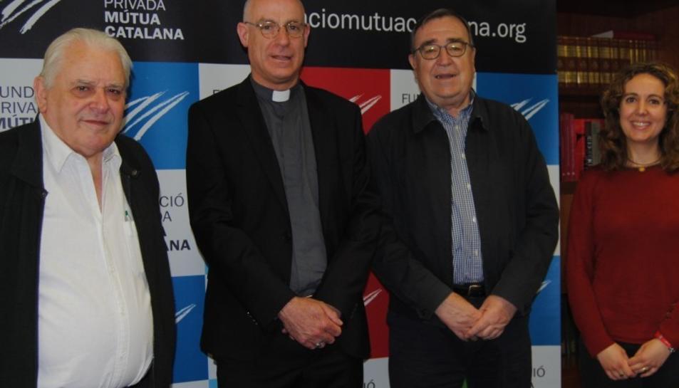 Ramon Marrugat, patró de la Fundació, Octavi Vilà, abat del monestir de Poblet, Joan Josep Marca, president de la FPMC, i Núria Gavarró, directora de l'arxiu Montserrat Tarradellas i Macià, durant l'acte de signatura del conveni.