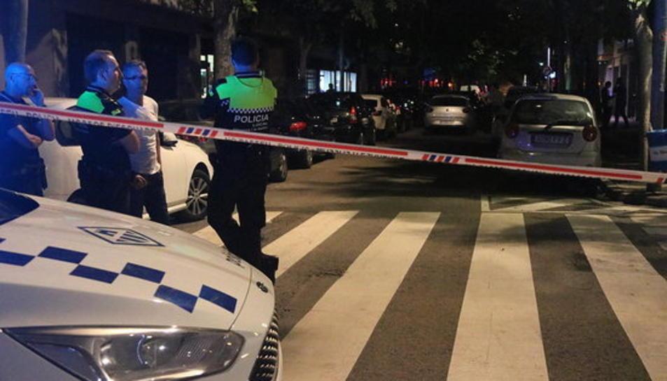 El carrer de Vilanova i la Geltrú on ha aparegut morta amb signes violents una nena de 13 anys.