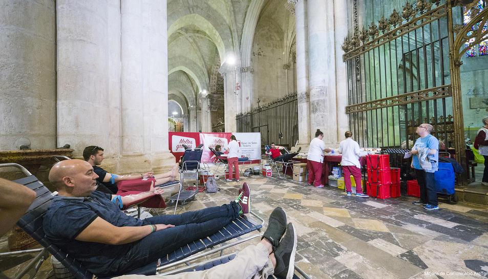 Donants que van participar en la campanya, a la Catedral.