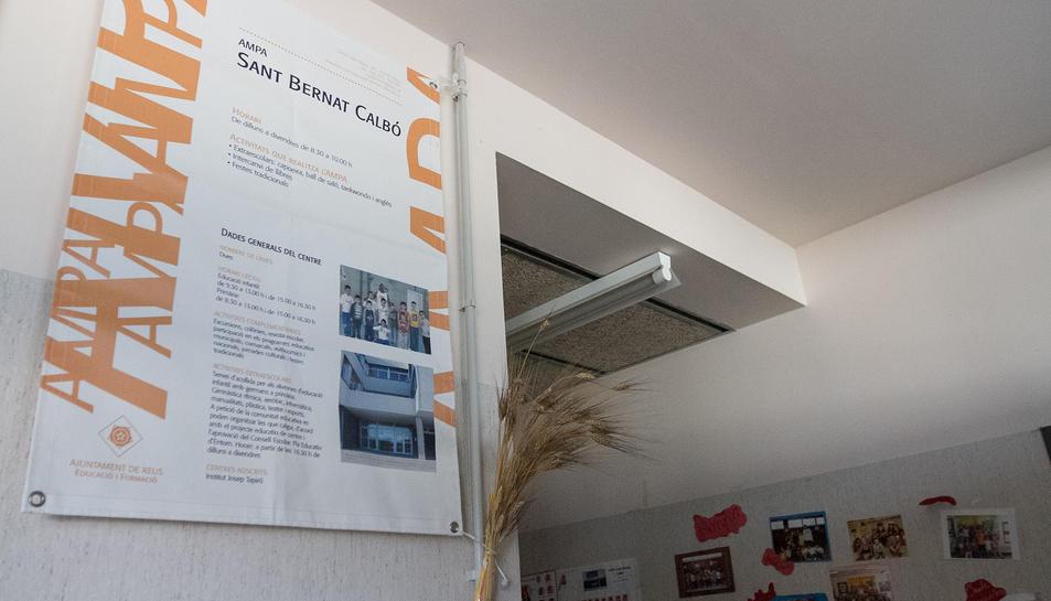 Cartelleria dins l'escola.
