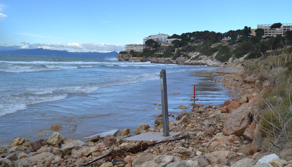 Al mes de març, la platja Llarga pràcticament no tenia sorra.