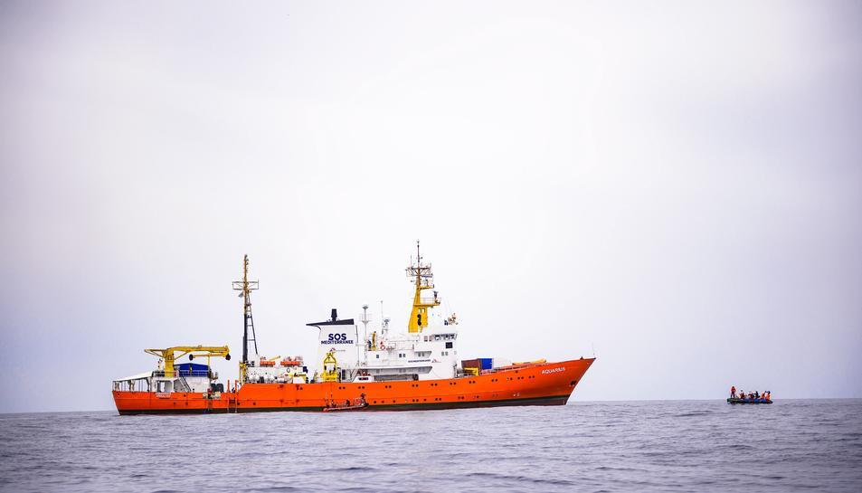 Imatge d'arxiu del vaixell Aquarius durant una missió de rescat d'inmigrants a les costes de Libia.