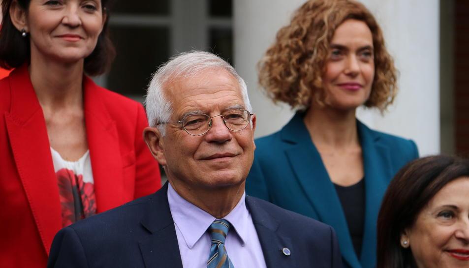 El ministre d'Exteriors, Josep Borrell, a les escales del Palau de la Moncloa.