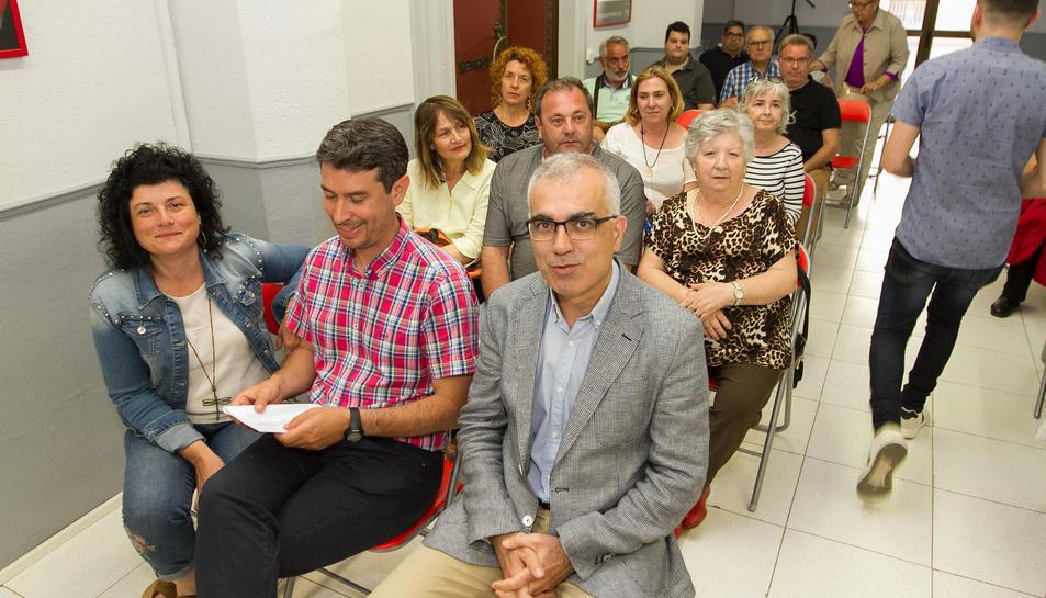 Kenneth Martínez va anunciar el nou candidat a la militància.