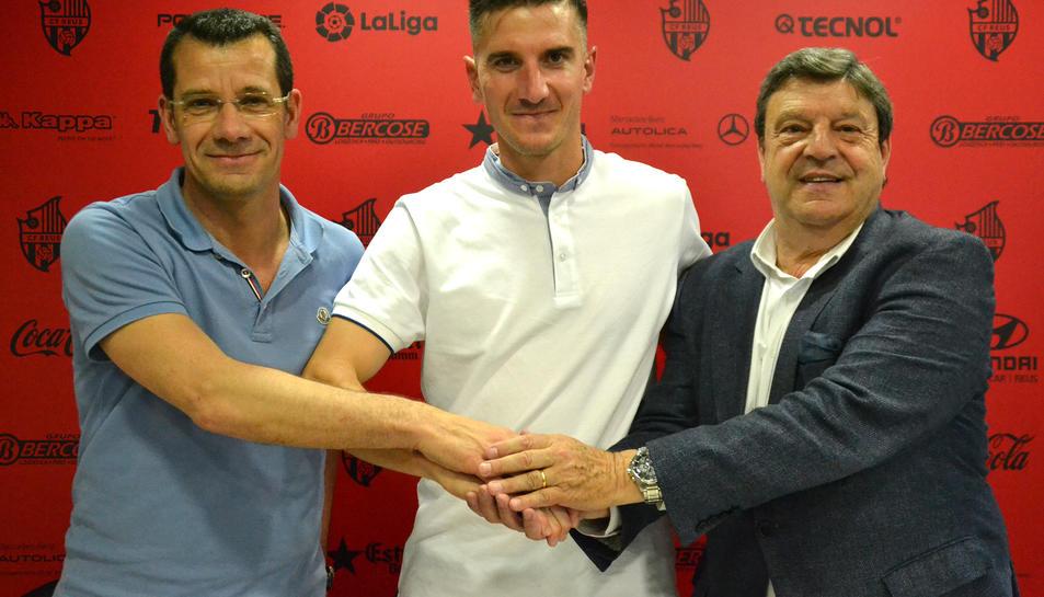El director esportiu, Sergi Parés, Tito i el president del CF Reus, Xavier Llastarri.